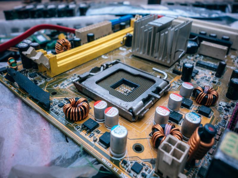 Aprenda como evitar danos nos capacitores de nobreaks